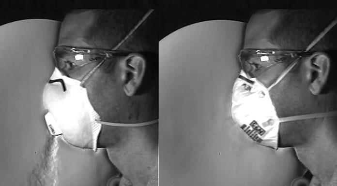 As imaxes amosan a diferenza cun tipo de máscara N95 con válvula (esquerda) e outra N95 sen ela á hora de exhalar partículas sen filtrar. Fonte: M. Staymates/NIST.