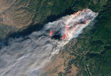 Imaxe de satélite do Camp Fire, un dos megaincendios que afectou nos últimos anos a California. Foto: NASA Earth Observatory.