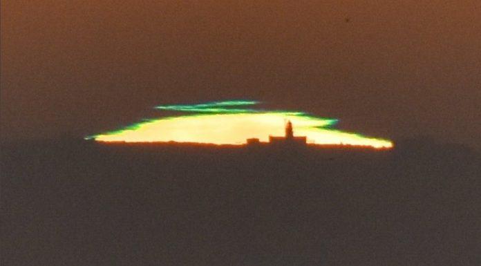 O raio verde, sobre o faro das Illas Sisargas. Foto: David Couce.