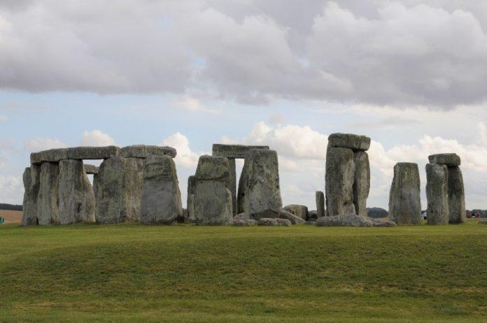 Monumento de Stonehenge. O proxecto XScape estudará como os artefactos culturais construídos polo home poden modificar a mente ao longo do tempo. Foto: Incipit.