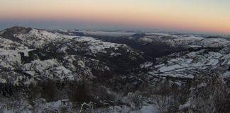 Paisaxe nevada no Cebreiro, na mañá do venres. Foto: MeteoGalicia (cámara web).