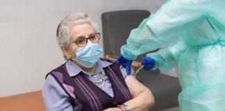Nieves Cabo, primeira persoa en Galicia en recibir as dúas doses da vacina contra o coronavirus. Foto: Xunta de Galicia.