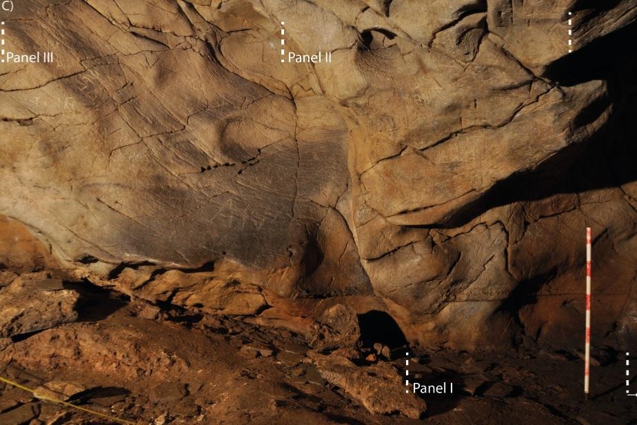 Localización dos paneis decorados en Cova Eirós. Imaxe: Fábregas et al. (2020).
