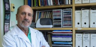 Mariano Esteban, no seu despacho do Centro Nacional de Biotecnoloxía do CSIC. Fotos: Inés Poveda/CNB-CSIC.
