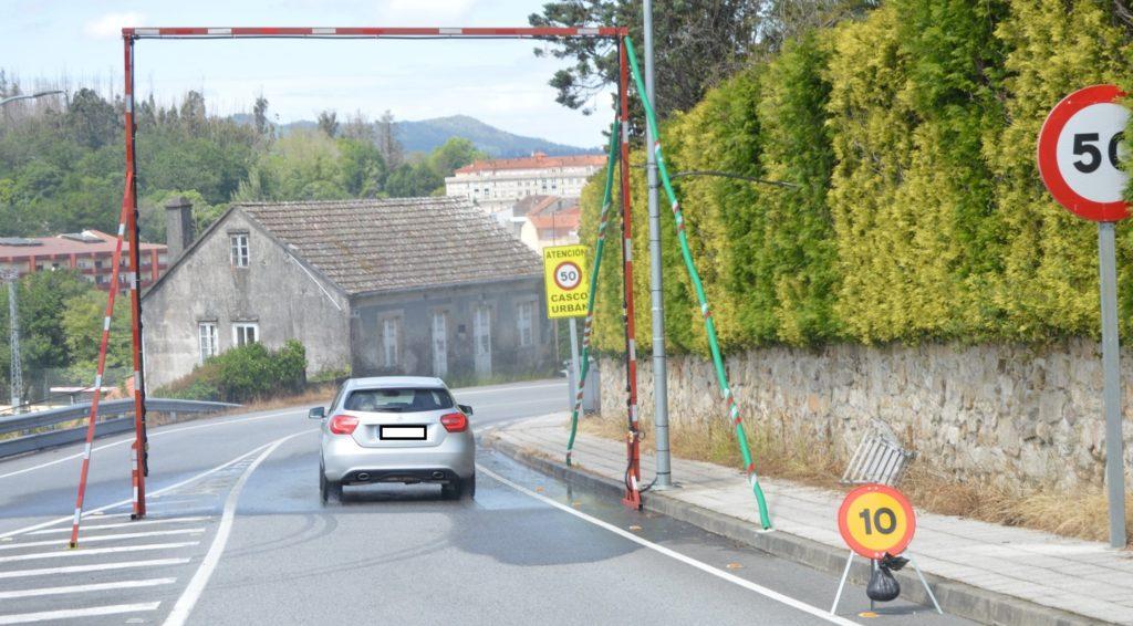 Arcos desinfectantes instalados en Pontecaldelas na primavera de 2020. Foto: Concello de Pontecaldelas.