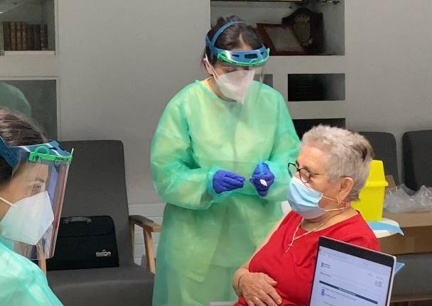 Os maiores de 80 anos serán o primeiro grupo de poboación xeral en recibir a protección contra a Covid-19. Foto: Consellería de Sanidade.