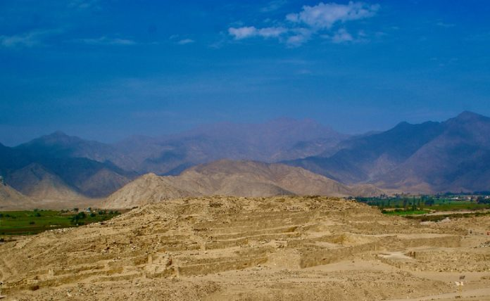 Panorámica de Caral, un dos principais enclaves da cultura do río Supe. Foto: Incipit.