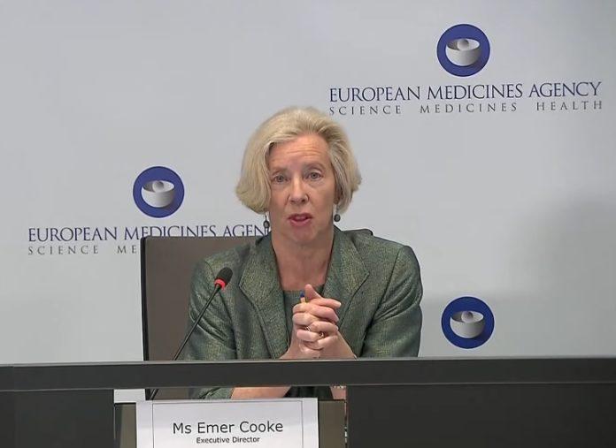 A directora da EMA, Emer Cooke, na comparecencia deste xoves.