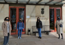Representantes de Investigal, no Parlamento de Galicia este luns 8 de marzo.