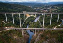 Vista aérea das dúas pontes sobre o Ulla en Gundián. Foto: Deensel/ CC-by-2.0.