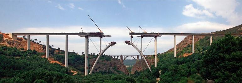 Obras do segundo viaduto de Gundián sobre o Ulla. Foto: Grupo Puentes.