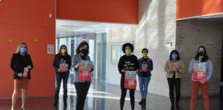 Acto na Facultade de Filoloxía e Tradución da UVigo co gallo do Día Mundial da Endometriose. Foto: Duvi.
