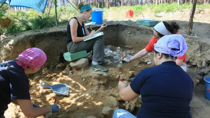 Imaxe de arquivo de traballos de campo no xacemento do Cabrón. Foto: Duvi.