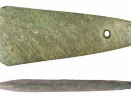 A rocha na que está fabricada a machada de Vilapedre é unha xadeíta que, moi probablemente, procede do curso alto do río Po, nos Alpes italianos. Foto: USC.
