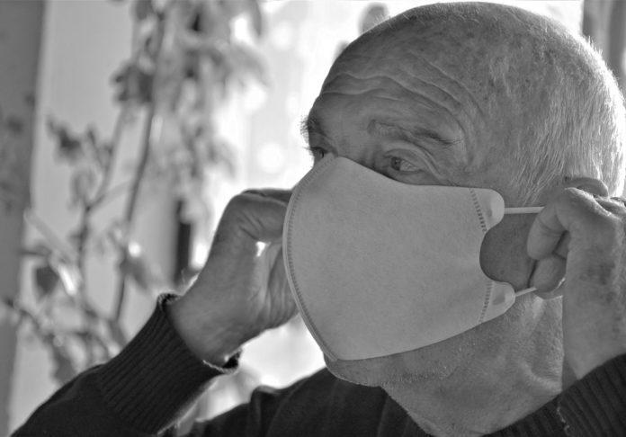 As autoridades europeas expuxeron os escenarios nos que podería ser posible relaxar o uso da de máscara e a distancia social. Foto: Pixabay.