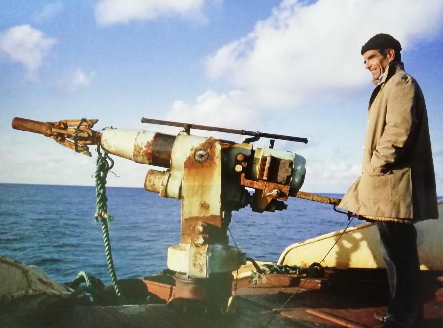 Miguel López, arponero que capturó la última ballena en España, en 1985, a bordo del IBSA UNO. Archivo de Álex Aguilar.