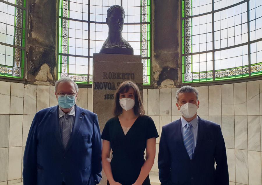 Clara Domínguez, cos directores da tese; José Castillo (esquerda) e Rogelio Leira. Foto: IDIS.