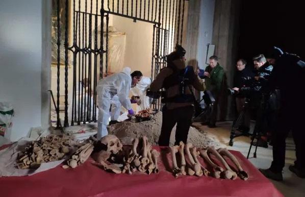 Exhumación dos restos de Colón e o seu fillo Hernando na catedral de Sevilla. Foto: UGR.