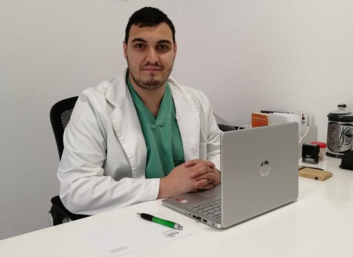 Roi Painceira é doutor en Podoloxía pola UDC e colexiado do Colexio Oficial de Podólogos de Galicia. Foto: Copoga.