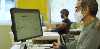Paulo Gamallo (en primeiro termo) e Marcos García, investigadores do CiTIUS e dous dos impulsores da ferramenta Avalingua. Foto: CiTIUS.