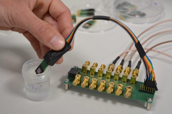 Dispositivo sensor desenvolvido no proxecto KardiaTool. Imaxe: CSIC.
