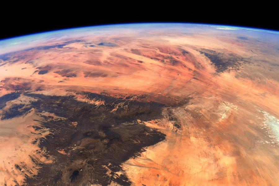 Imaxe tomada por Thomas Pesquet sobre as montañas Tibesti, no Sahara.