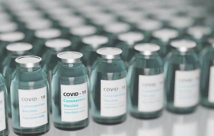 A suspensión das patentes debe ir acompañada de recursos para aumentar a produción e acelerar a inmunización en todo o mundo. Foto: Pixabay.