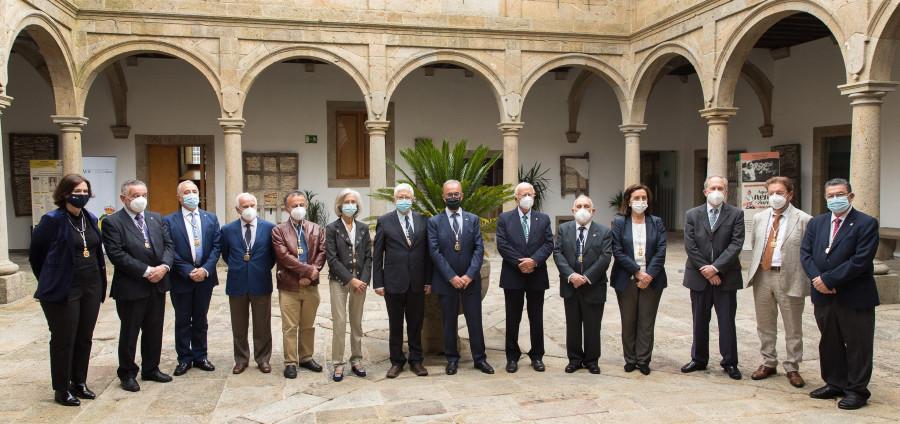 César Portela, xunto a outros académicos da RAGC. Foto: Suso Rivas.
