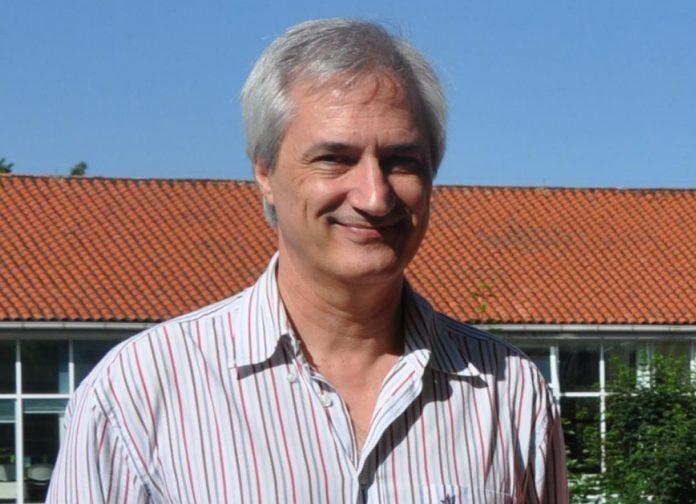 Armando Caballero é investigador principal do Grupo de Xenética de Poboacións e Citoxenética. Foto: Duvi.
