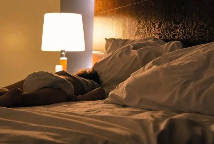 O aumento das temperaturas nocturnas dificulta o descanso e pode conlevar outros problemas de saúde. Foto: Pixabay.