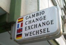 Cartel de casas de cambio, muy habitual antes de la entrada en vigor del euro.