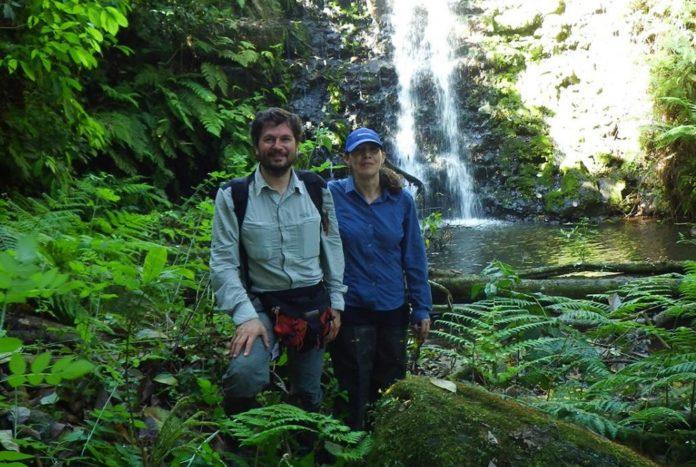 Adolfo Cordero e Andrea C. Encalada, durante o traballo de campo nas illas Galápagos. Foto: Duvi.