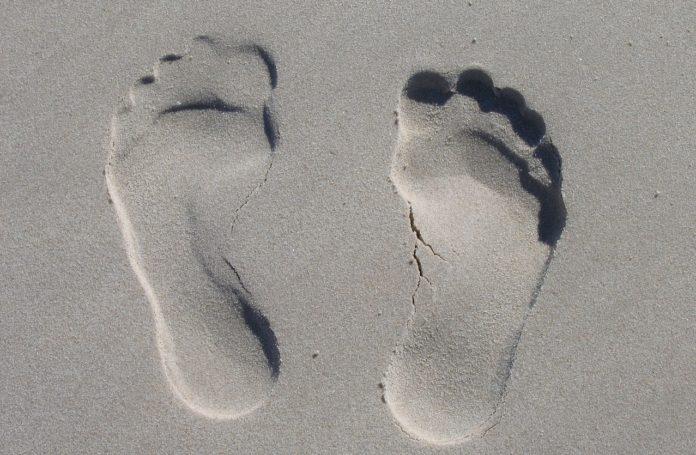 Os problemas nos pés impiden a práctica de actividade física e complican a prevención do agravamento das doenzas crónicas de ril. Foto: Pixabay.