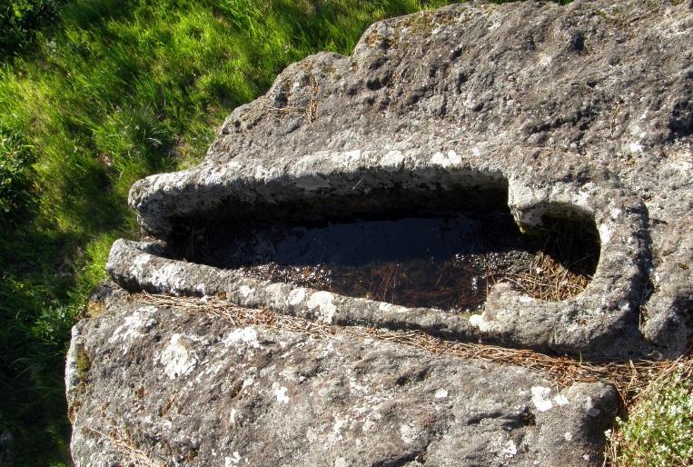 Sartego da Pedra do Home, no Val do Dubra. Fonte: Compostela Rupestre.