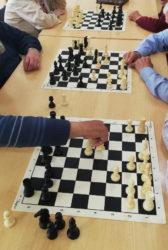 Imaxes tomadas durante as clases de xadrez nas que se desenvolveu a investigación. Foto cedida polos autores.