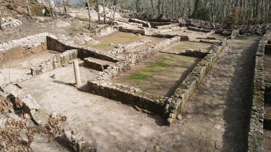 Algunhas das construcións da Cibdá romana de Armea. Foto: Duvi.