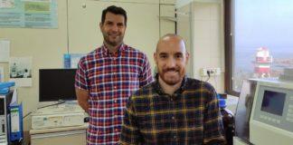 Juan Ignacio Bertucci (sentado) xunto ao investigador principal Juan Bellas. Foto: IEO.