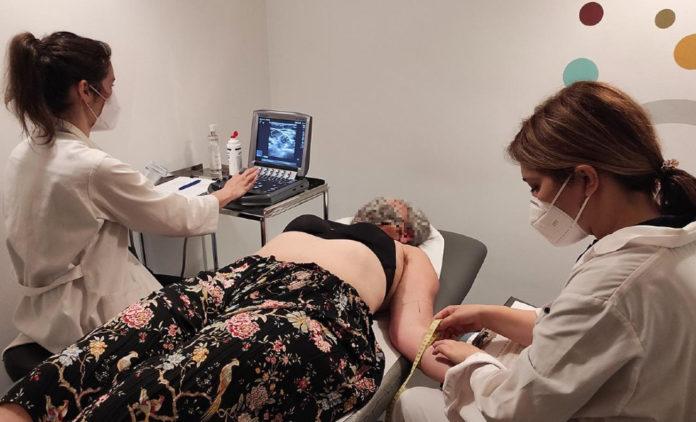 O ensaio involucra a 40 persoas que forman parte do programa de fisioterapia da Asociación Galega de Linfedema. Foto: Duvi.