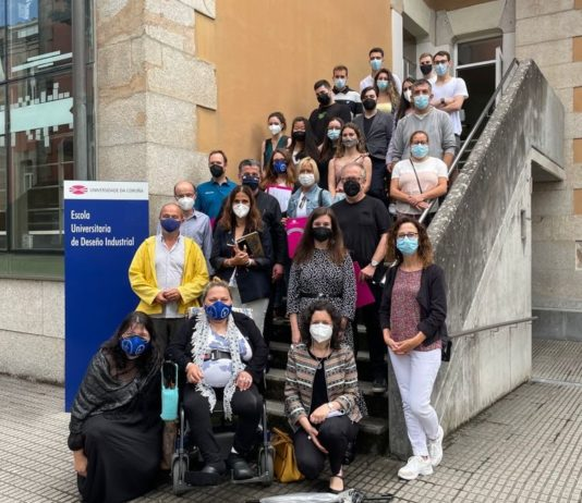 Alumnado da EUDI, xunto a representantes da UDC e das entidades colaboradoras no proxecto. Foto: UDC.