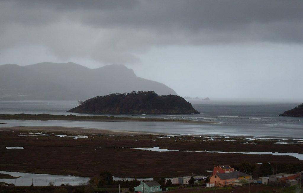 Vista da illa de San Vicente, co cabo Ortegal ao fondo. Foto: Céltigos/ CC BY-SA 3.0.