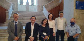 A investigadora Tania García Sobrino (terceira pola dereita), xunto a directores e tribunal da tese. Foto: IDIS.