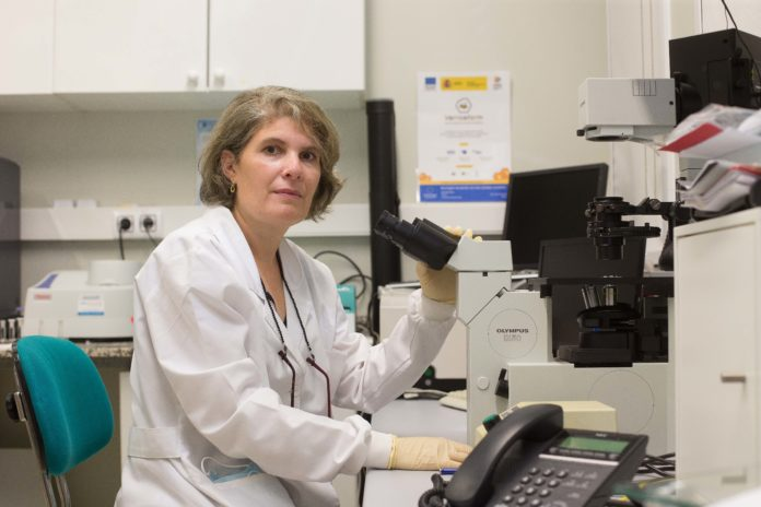 A profesora e investigadora da Facultade de Ciencias da USC Asteria Luzardo.
