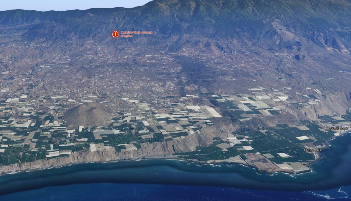 Vista da zona onde se produciu a erupción respecto á liña de costa. Fonte: Google Street View.