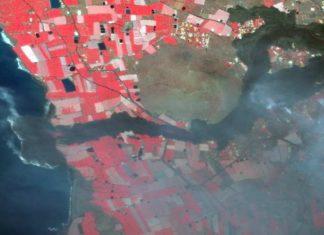 Imaxe da lingua de lava no océano, en alta resolución e procesada en falsa cor, tomada polos satélites Pléiades e difundida polo Sistema de Emerxencia do programa Copernicus.