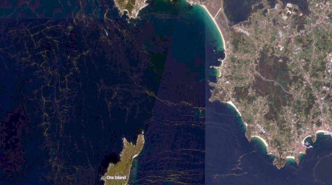 """Afloramentos de """"Noctiluca scintillans"""" na contorna da illa de Ons, a praia da Lanzada e a costa de Sanxenxo e O Grove. Fonte: Sentinel-2."""
