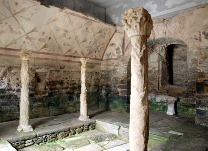 Interior do templo de Santalla de Bóveda. Fonte: Rebeca Blanco-Rotea.