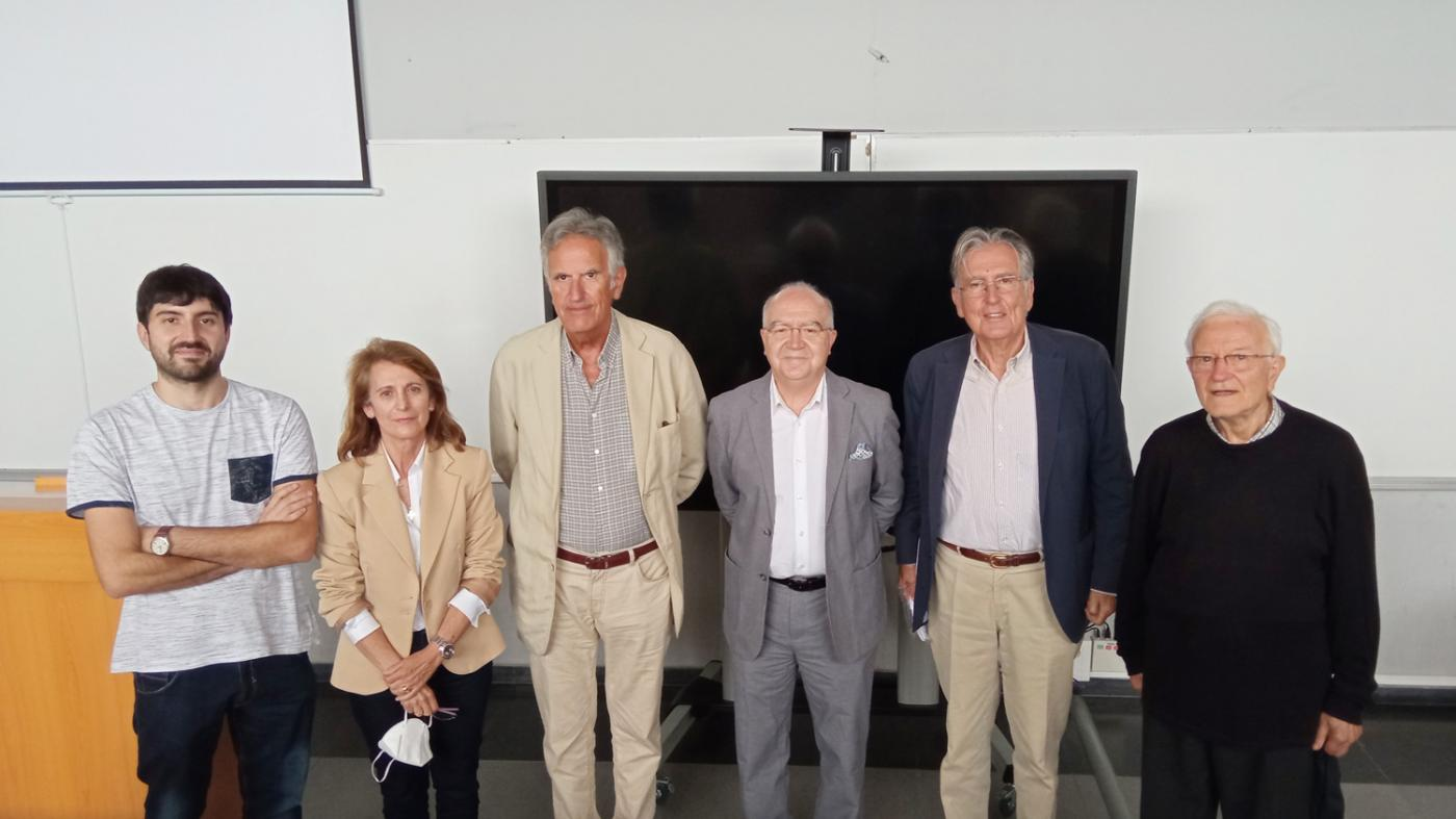 O autor da tese (esquerda) co tribunal e directores da mesma. Foto: DUVI.