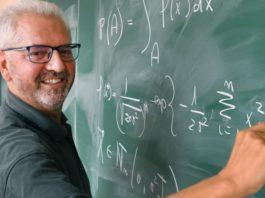 Wenceslao González Manteiga é catedrático de Estatística e Investigación Operativa e suma 42 anos de traxectoria docente. Foto: Santi Alvite/USC.