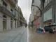 Simulación dunha inundación na rúa do Príncipe, fronte ao seu estado actual. Foto: Google Maps/This Climate Does Not Exist