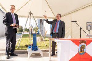 Félix Parra e Abel Caballero participaron no acto de colocación da primeira pedra da purificadora. Foto: Aqualia